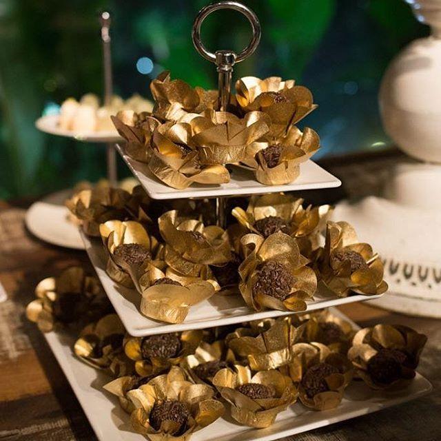 Nossas margaridas douradas #forminhas Www.masweetcases.com