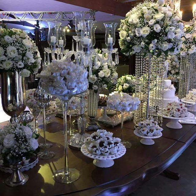 Linda mesa com Margaridas Brancas 😍😍#forminhas #theroyalpalmplaza #feiradenoivas #weddingplanner #