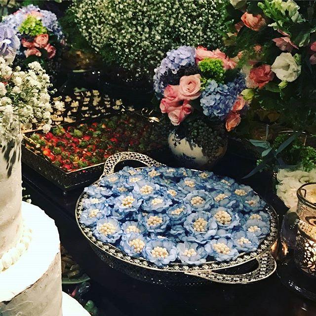 Nossas delicadinhas borda azul _Casamento Pirinopolis GO_Fotos gentilmente cedidas pela cliente 😍😍