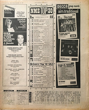 JIMI HENDRIX COLLECTOR NEWSPAPERS/new musical express 23/9/67 top30 burning of the midnight lamp N°17/top15LPs are you experienced N°9