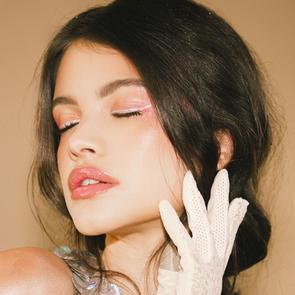 Dainty, rose makeup