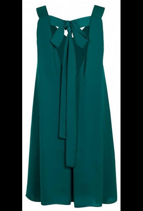 Sügava seljaosaga kleit