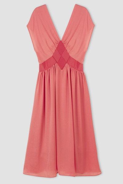 Roosakas v-kaelusega kleit