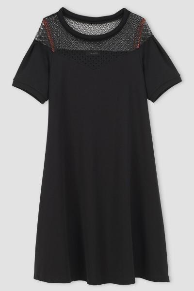 Must kleit pitsiga