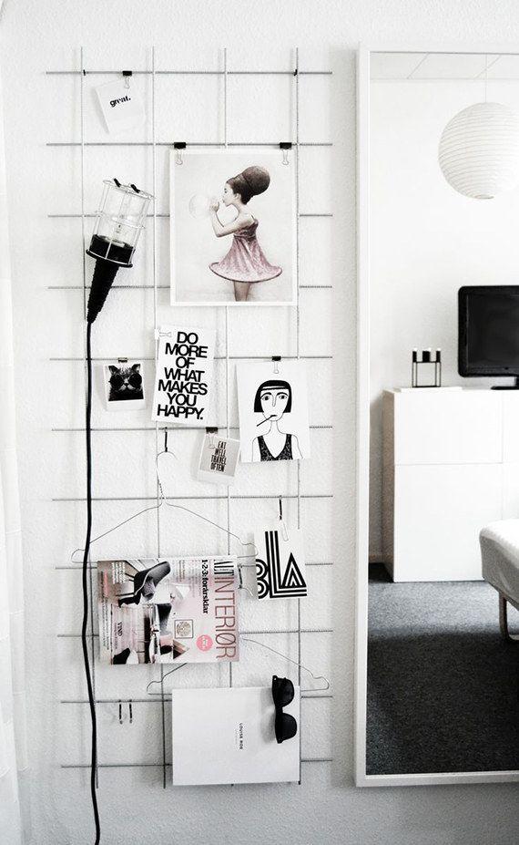 Монохромный mood board может выступить и предметом дизайна, и хранителем ваших планов, и даже вешалкой :)