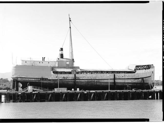 Wapama steam schooner 1915-2013.jpg
