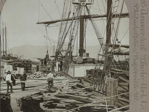 Unloading a lumber schooner, San Francisco CA 1905