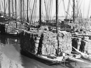 Annie-L-scow-schooner-with-load-of-hay-A