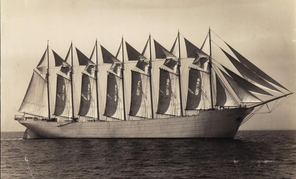 Thomas W lawson 1902 launch_edited.jpg