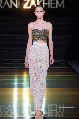RANI_ZAKHEM_couture_collection_automne_hiver___fall_winter_2018-2019_PFW_-_©_Imaxtree_23.jpg