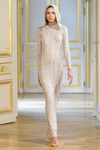 MARIA_ARISTIDOU_photos_defile___fashion_show__Serendipity__couture_collection_automne_hiver___fall_winter_2018_2019_PFW_-_©_Imaxtree_15.jpg