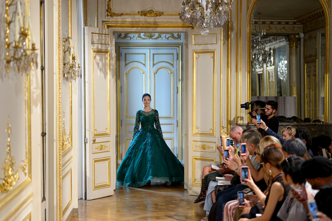 AZULANT_AKORA_Photos_defile___fashion_show_collection_couture__Avatar____automne_hiver___fall_winter_2018_2019_PFW_©_Imaxtree_8.jpg