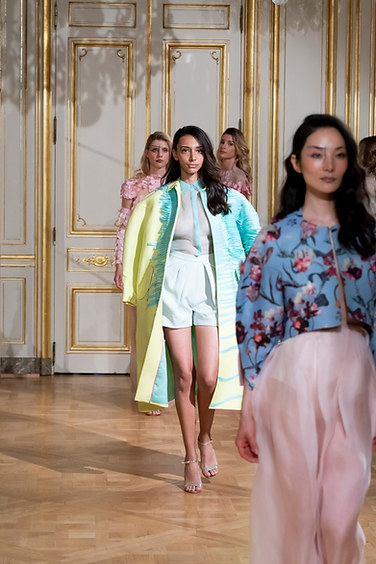 ARMINE_OHANYAN_photos_defile___fashion_show__Elements__couture_collection_automne_hiver___fall_winter_2018_2019_PFW_-_©_Imaxtree_11.jpg