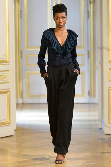 MARIA_ARISTIDOU_photos_defile___fashion_show__Serendipity__couture_collection_automne_hiver___fall_winter_2018_2019_PFW_-_©_Imaxtree_4.jpg