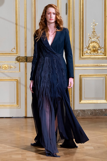 ARMINE_OHANYAN_photos_defile___fashion_show__Elements__couture_collection_automne_hiver___fall_winter_2018_2019_PFW_-_©_Imaxtree_17.jpg