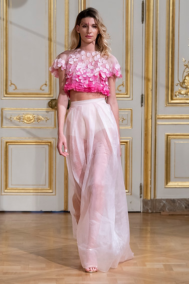 ARMINE_OHANYAN_photos_defile___fashion_show__Elements__couture_collection_automne_hiver___fall_winter_2018_2019_PFW_-_©_Imaxtree_5.jpg