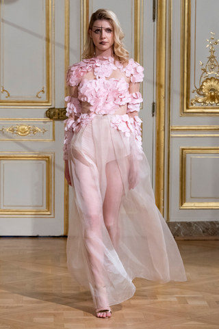 ARMINE_OHANYAN_photos_defile___fashion_show__Elements__couture_collection_automne_hiver___fall_winter_2018_2019_PFW_-_©_Imaxtree_3.jpg