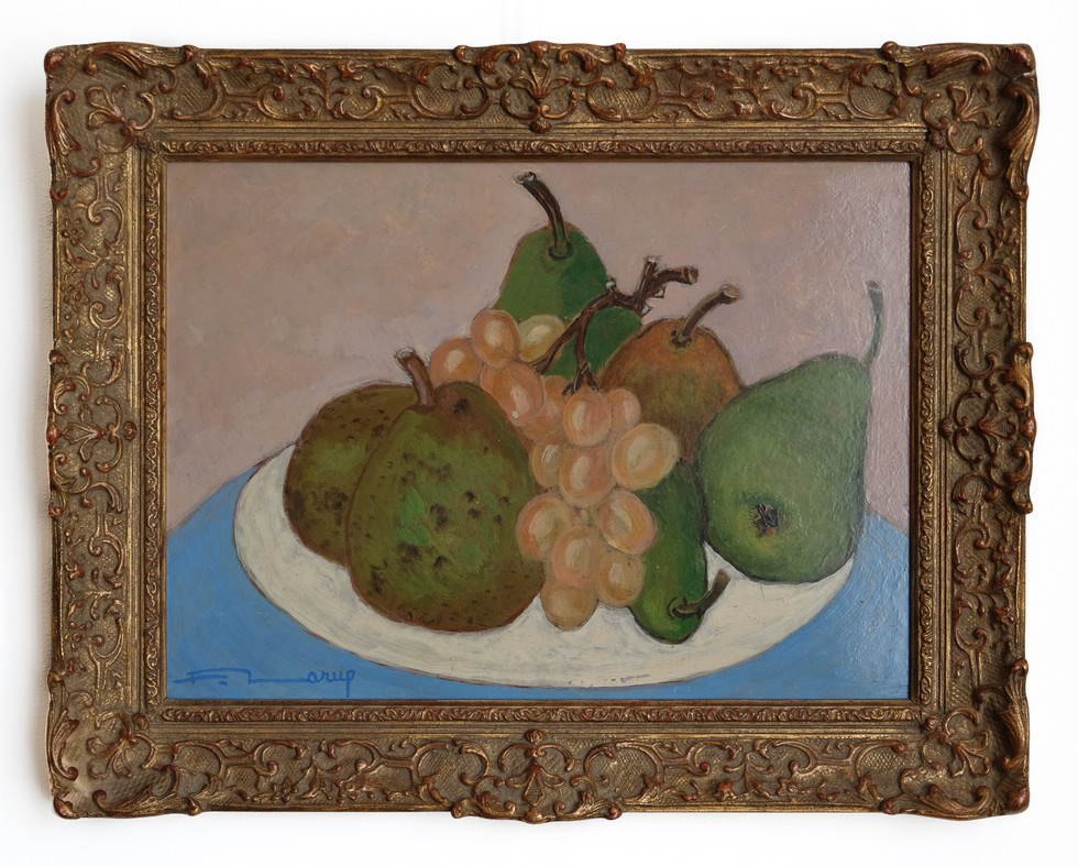 """Fernand Larue (Frans,1916-1999)  """"Poires et raisins"""" Olieverf op masonit paneel, formaat 24x 33 cm Overhoeks verwerkte antieke lijst.  Prijs : 395 Euro"""