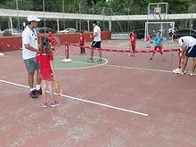 Aula de Tênis na escola