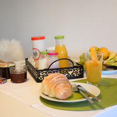 Good Morning.  Breakfast option: basket with breakfast can be ordered ina dvance.