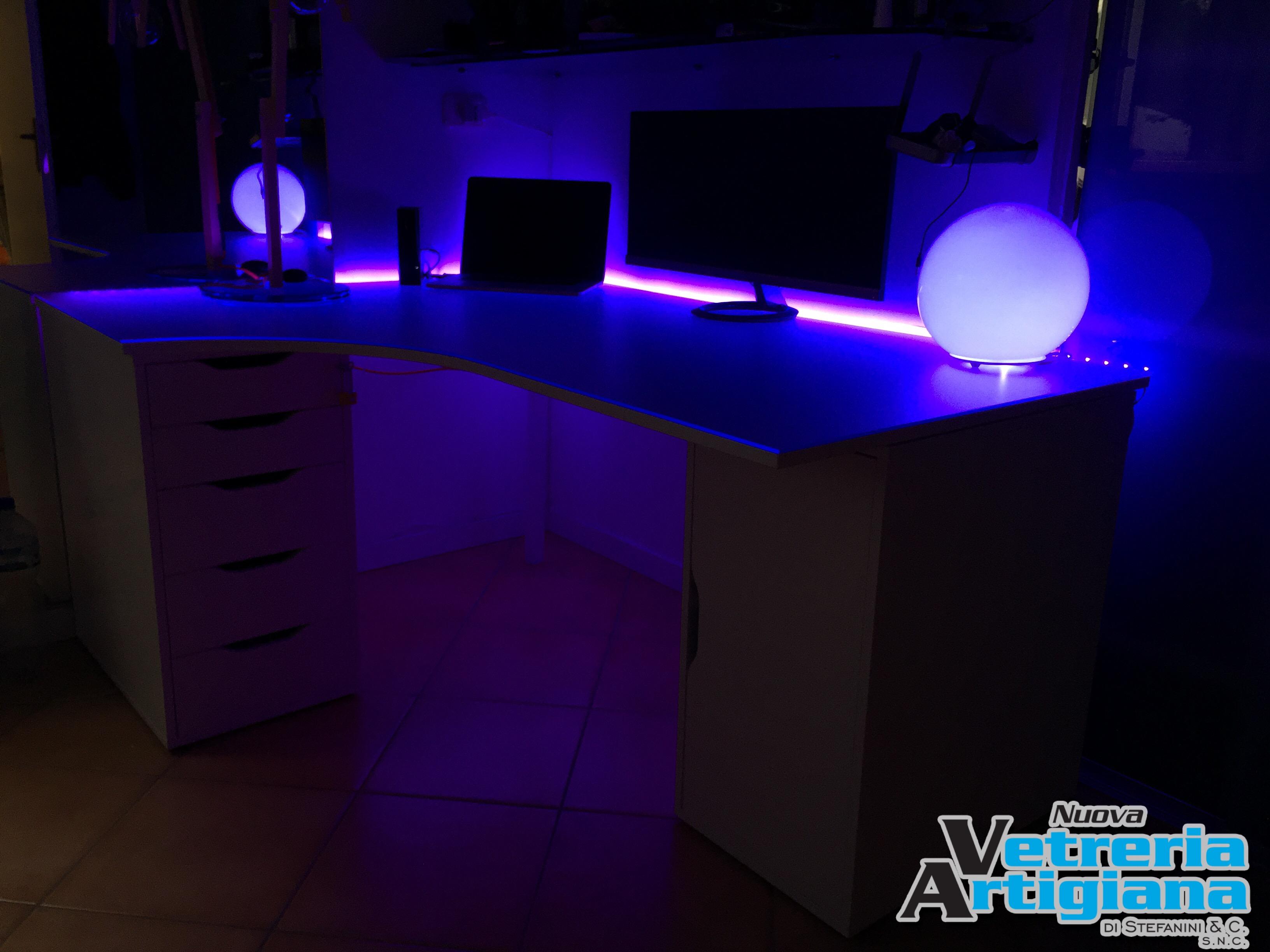 piano per scrivania con led