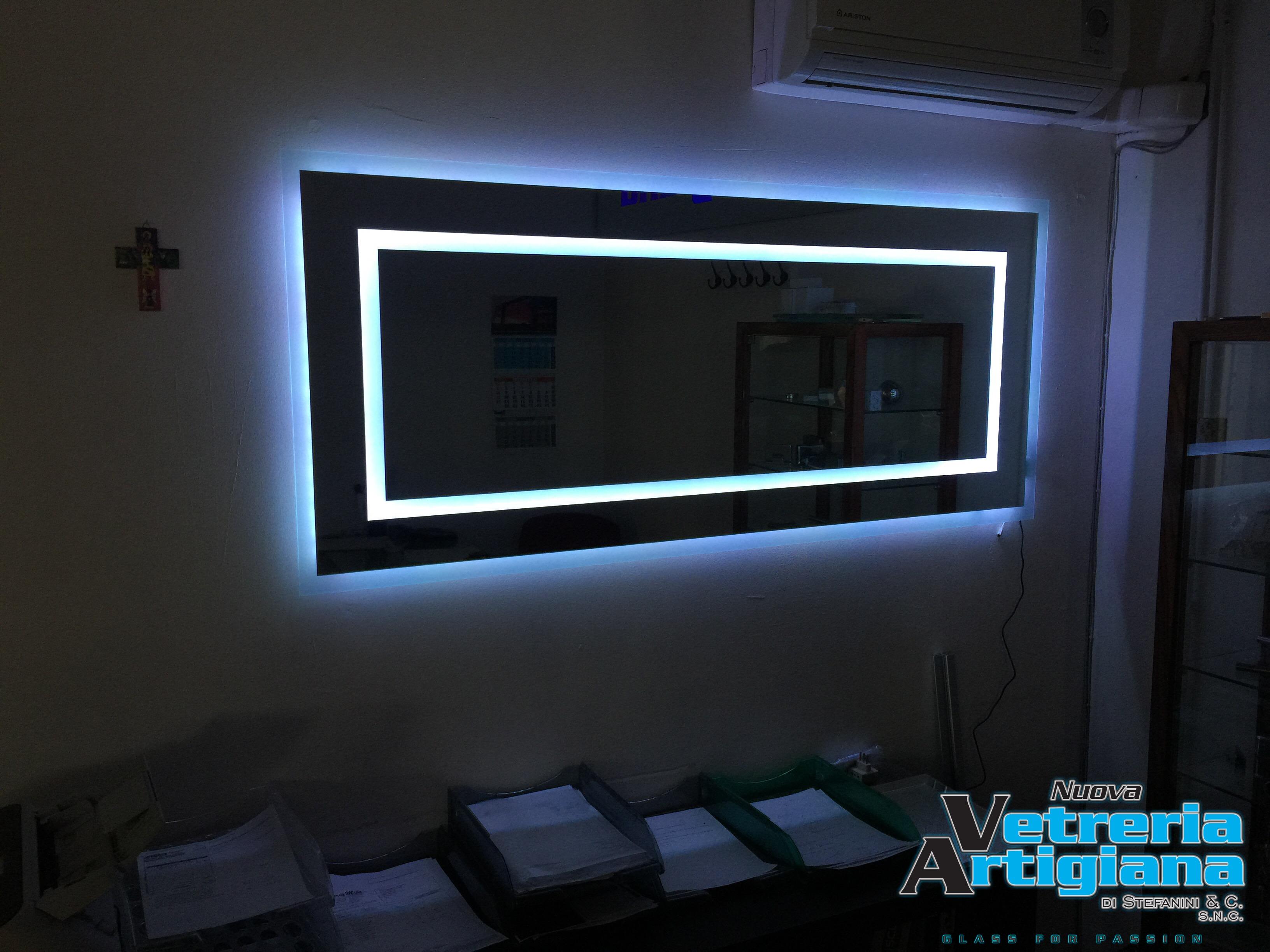 specchio con led colorati