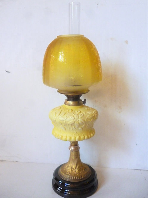Reproduction banquet oil lamp yellow