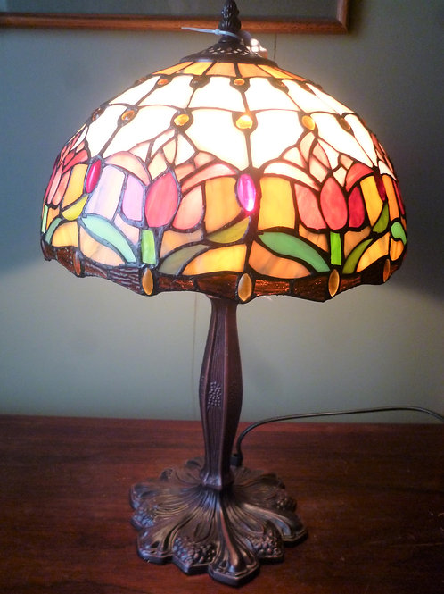 Red tulip reproduction leadlight table lamp