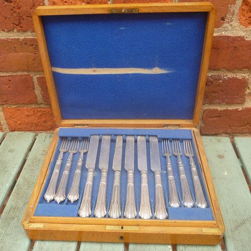 Victorian silver plate cutlery set in oak box