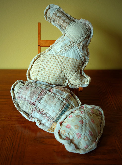 Cutter Quilt Bunny and Two Eggs
