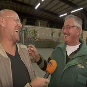 Risa  de un granjero holandés que se ríe como sus gallinas se hace viral