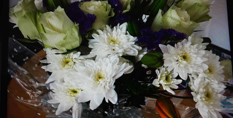 Boxed hand tied Bouquet 005
