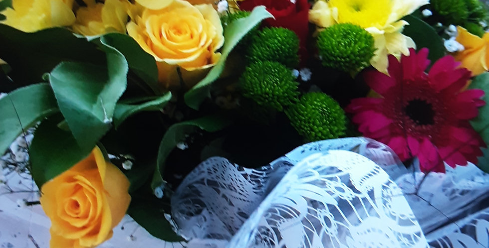 Boxed hand tied Bouquet 010
