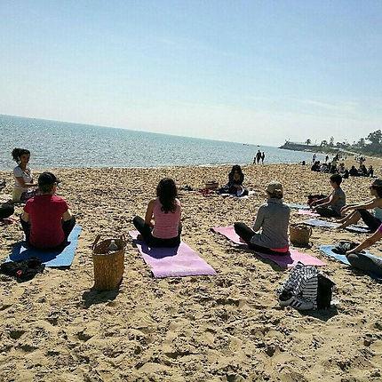 Yoga sur la plage, outside yoga