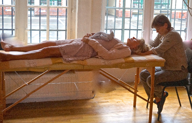 Une séance de fasciathérapie en direct
