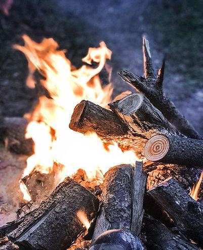 Dün geceden güzel bir kamp ateşi hatıras