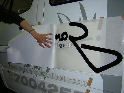 rotulación de furgoneta con vinilo y transportador