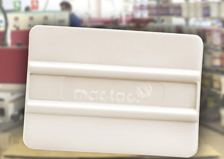 espátula blanca de plástico para aplicación de rotulaciones