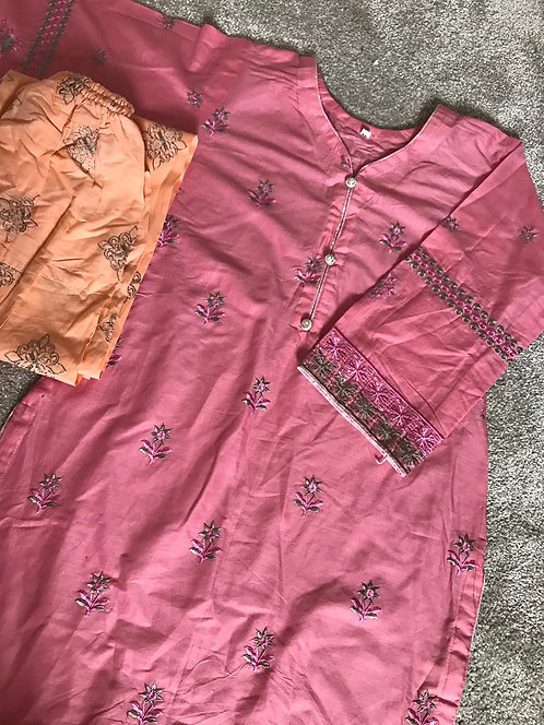 2-piece embroidered cotton suit (size 36)