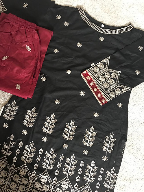 2-piece embroidered cotton suit (size 34)