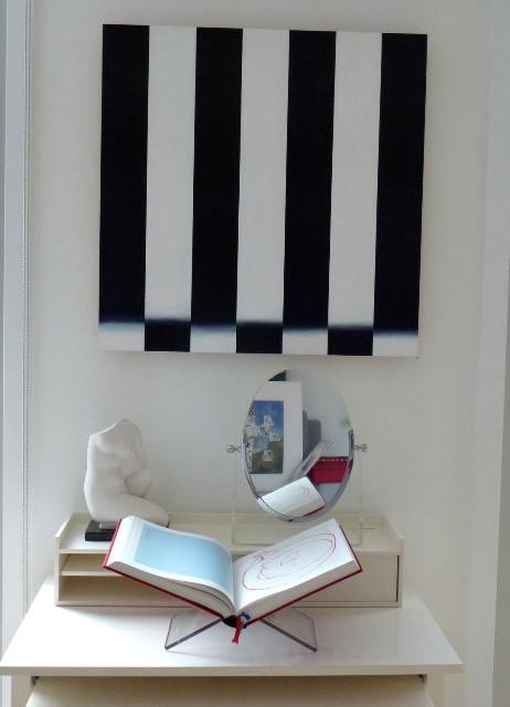 ahh, black and white stripes. Sensational