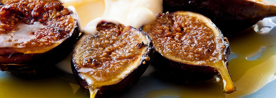 grilled-figs-with-creme-fraiche-and-ches