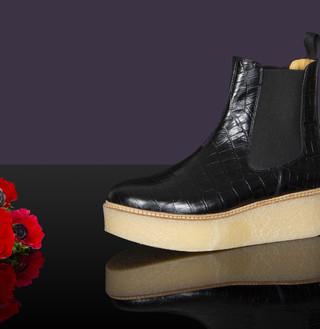 POOKY CALF CROCO BLACK, 315€
