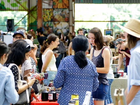 How to behave at outdoor markets & craft shows