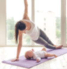 HD-picture-And-the-baby-with-yoga-exerci