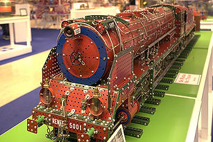 Steam locomotive built with Meccano - (c) José M Macías