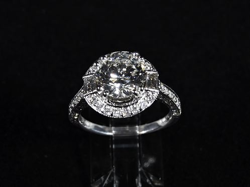 Round Brilliant Cut Diamond Halo Ring, in 18k White Gold