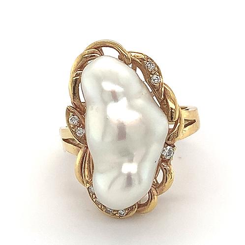 Biwa Pearl and Diamond Ring, in 18k Yellow Gold
