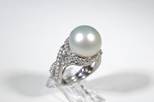 White South Sea Pearl and Diamond Ring, in 18k White Gold