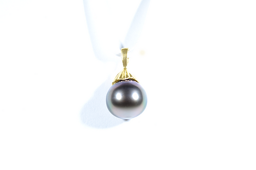 Black Pearl Pendant in 14k Yellow Gold